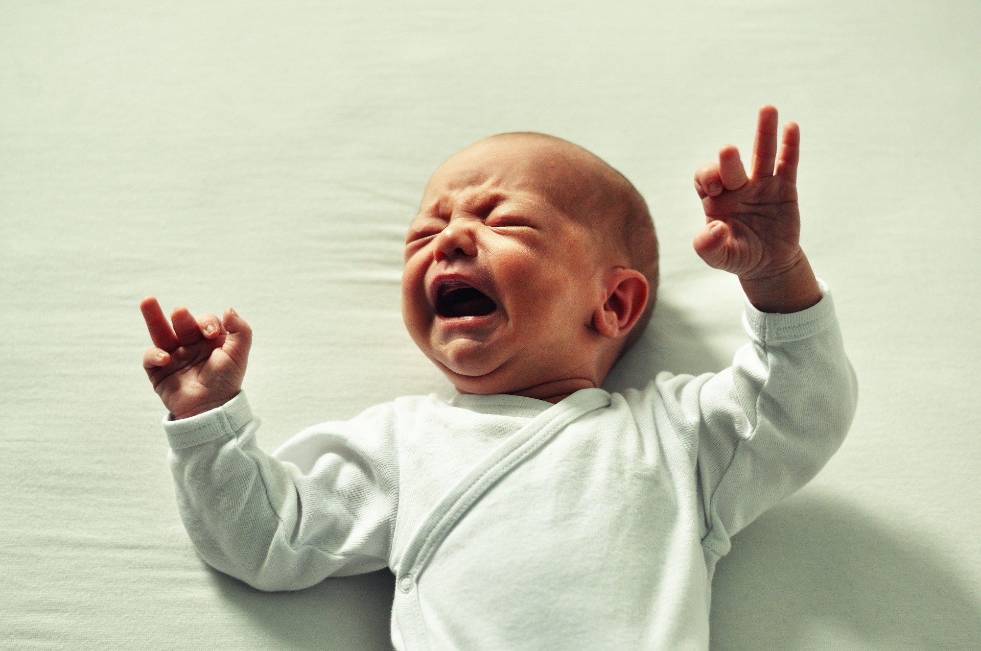 bébé pleure diarrhée